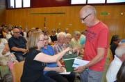 Die Ermatinger Gemeindeversammlung entschied in geheimer Urnenwahl über die Einbürgerung. (Bild: Margrith Pfister-Kübler)