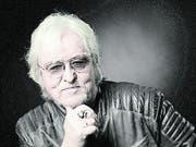Reinhold Bilgeri 1950 in Hohenems, Gymnasiallehrer, seit 1981 Rockmusiker, Schriftsteller und Filmemacher, zuletzt Kinofilm «Erik & Erika».