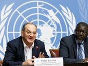 Der WHO-Direktor für Notfalleinsätze Peter Salama (l) und der Generalsekretär der Föderation der Rotkreuz- und Rothalbmondgesellschaften Elhadj As Sy informierten an der Uno in Genf über die Intervention gegen den Ebola-Ausbruch im Kongo. (Bild: KEYSTONE/SALVATORE DI NOLFI)