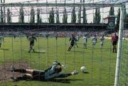Vermutlich matchentscheidend: Edwin Vurens vergibt den Penalty. (Keystone)