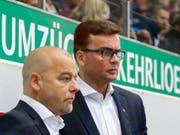 Wieder vereint: Klotens bisheriger Assistenztrainer Niklas Gällstedt (links) wird in Wolfsburg wieder an der Seite des früheren Klotener Cheftrainers Pekka Tirkkonen arbeiten (Bild: KEYSTONE/PATRICK B. KRAEMER)