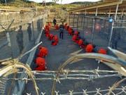 Aus dem berüchtigten US-Gefängnis auf Kuba, Guantánamo, ist eine Person nach Saudi-Arabien verlegt worden. (Bild: KEYSTONE/EPA US NAVY/SHANE T. MCCOY)