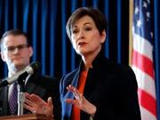 Iowas republikanische Gouverneurin Kim Reynolds muss entscheiden, ob ihr Bundesstaat künftig das strengste Abtreibungsgesetz der USA haben wird. (Bild: KEYSTONE/AP/CHARLIE NEIBERGALL)
