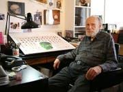 """Der ehemalige künstlerische Direktor des """"Playboy""""-Magazins, Art Paul, ist gestorben. (Bild: KEYSTONE/AP Chicago Sun-Times/CHANDLER WEST)"""