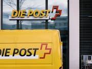 Wandelt die Post eine Poststelle in eine Agentur um, kann dieser Entscheid nicht gerichtlich angefochten werden. Dies hat das Bundesverwaltungsgericht entschieden. (Themenbild) (Bild: KEYSTONE/CHRISTIAN BEUTLER)