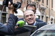 Der designierte Premier Carlo Cottarelli beim Verlassen des Hotels in Rom vor dem Treffen mit Staatschef Sergio Mattarella im Präsidentenpalast. (Bild: Angelo Carconi/EPA (Rom, 30. Mai 2018))