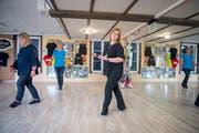 Karin Müntener-Berger gibt ihre Begeisterung für Line Dance als Tanzlehrerin weiter. (Bild: Urs Bucher)