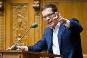 Roger Koeppel (SVP-ZH) während der Debatte um die Volksinitiative «Schweizer Recht statt fremde Richter». Die sogenannte Selbstbestimmungsinitiative sorgte an der Sommersession der Eidgenoessischen Räte für heftige Diskussionen. (Bild: Peter Klaunzer/Keystone (Bern, 30. Mai 2018))