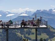 Die Schweiz wird laut Avenir Suisse von innen und aussen nach wie vor als Insel der Glückseligen gesehen, ist aber relativ zu anderen Ländern zurückgefallen. (Bild: KEYSTONE/GAETAN BALLY)