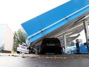 Unwetter haben am Dienstag in Deutschland - wie hier in Wuppertal - enorme Verwüstungen angerichtet. (Bild: KEYSTONE/EPA/FRIEDEMANN VOGEL)