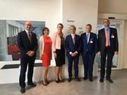 Regierungspräsident Guido Graf (Zweiter von rechts) hat die Botschafterin der Slowakischen Republik in der Schweiz, Andrea Elschekova Matisova (Dritte von links), empfangen. (Bild: Staatskanzlei Luzern)
