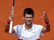 Novak Djokovic gewann auch seinen zweiten Match in Roland-Garros (Bild: KEYSTONE/AP/CHRISTOPHE ENA)