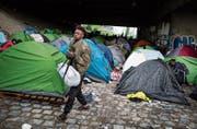 Ein Flüchtlingslager beim Saint-Denis-Kanal im Norden von Paris. (Bild: Ian Langsdon/EPA (Paris, 30. Mai 2018))