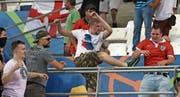 Szenen der Gewalt überschatteten die EM in Frankreich. Wiederholen sich solche Bilder an der WM in Russland? (Bild: Thanassis Stavrakis/Keystone)