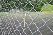 Ein Kunstrasenplatz wie hier in Trübbach ist für einen Fussballclub sehr wertvoll, denn auf ihm kann man das ganze Jahr über trainieren. Auch in Gams gibt es einen Kunstrasenplatz. (Bild: Bilder: Heini Schwendener)