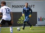 """Goalie Manuel Neuer (rechts) hielt Deutschlands U20-Auswahl gegen seine A-Nationalteamkollegen """"im Spiel"""" (Bild: KEYSTONE/EPA GES-Sportfoto / DFB POOL/MARKUS GILLIAR / POOL)"""