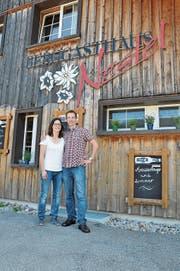 Tamara Gerber und Lasse Krey führen neu das Berggasthaus Nestel in Ebnat-Kappel. (Bild: Sabine Schmid)