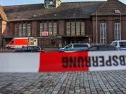 Der Bahnhof im norddeutschen Flensburg wurde nach der Messerattacke evakuiert. (Bild: KEYSTONE/EPA/HEIKO THOMSEN/NORDPRESSE)