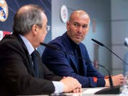 Zinédine Zidane verkündet anlässlich einer kurzfristig anberaumten Medienkonferenz am Donnerstagmittag seinen Rücktritt als Trainer von Real Madrid (Bild: KEYSTONE/AP/BORJA B. HOJAS)