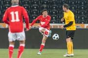 Politiker von links bis rechts spielen für den FC Nationalrat: in Aktion SP-Politiker Matthias Aebischer. (Bild: Alessandro della Valle/Keystone)