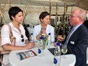 Tauschen sich aus: Wils Gemeindepräsidentin Susanne Hartmann, Gemeindepräsidentin Monika Scherrer, Degersheim und Regierungspräsident Fredy Fässler.