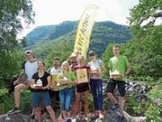 Die erfolgreichen Läufer der OL-Gruppe des KTV Altdorf präsentieren mit Stolz ihre Preise. (Bild: PD (Chironico, 27. Mai 2018))