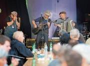 Die Zuger Band Kurios Kurt & Söhne mit Gastmusiker Julian von Flüe (rechts). (Bild: Stefan Kaiser (Oberägeri, 30. Mai 2018))