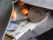 Medikamente gehen ins Geld. Sie kosten in der Schweiz immer noch deutlich mehr als in anderen europäischen Ländern. (Bild: KEYSTONE/GAETAN BALLY)