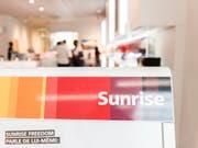 Der Telekomanbieter Sunrise ändert per Ende Mai sein Verfahren zu Kündigungen: Ab dann sollen Kunden Beratern Rede und Antwort stehen, warum sie kündigen. (Bild: KEYSTONE/CHRISTIAN BEUTLER)