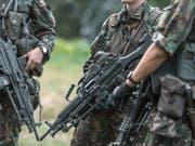 Die kantonalen Militärdirektoren wollen den Orientierungstag zur Armee für Frauen nicht für obligatorisch erklären. (Themenbild) (Bild: KEYSTONE/GAETAN BALLY)