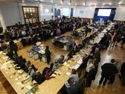 Stimmenauszählung in Westminster, London: Hier konnten die Tories ihre Mehrheit trotz Verlusten behaupten. (Bild: KEYSTONE/AP PA/JONATHAN BRADY)