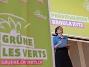 Als Präsidentin wiedergewählt: Regula Rytz spricht an der Delegiertenversammlung der Grünen in Olten. (Bild: KEYSTONE/PETER SCHNEIDER)