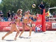 Nina Betschart und Tanja Hüberli müssen sich in Huntington Beach mit dem 13. Rang begnügen (Bild: KEYSTONE/APA/APA/GEORG HOCHMUTH)