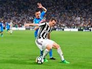 Stephan Lichtsteiner wird mit Juventus Turin den siebten Meistertitel in Folge feiern (Bild: KEYSTONE/AP ANSA/ALESSANDRO DI MARCO)