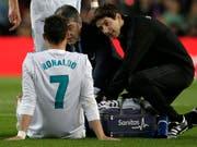 Ronaldo muss sich nach seinem 1:1-Ausgleich pflegen lassen (Bild: KEYSTONE/AP/EMILIO MORENATTI)