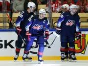 Patrick Kane, mit dem C auf der Brust, führte die USA gegen Deutschland zum Sieg (Bild: KEYSTONE/AP/PETR DAVID JOSEK)