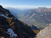 Oberhalb von Chur rumpeln die Steine ins Scaläratobel. Womöglich ereignete sich ein erneuter Felssturz am 2266 Meter hohen Montalin (Bildvordergrund). (Bild: KEYSTONE/ARNO BALZARINI)