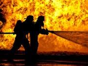 Feuerwehrleute können Dampfverbrennungen durch ihren eigenen Schweiss erleiden. (Bild: Empa)