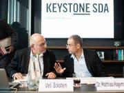 Der erste Auftritt von Ueli Eckstein als Verwaltungsratspräsident von Keystone-SDA (links), neben seinem neuen Vize Matthias Hagemann (rechts). (Bild: KEYSTONE/ENNIO LEANZA)