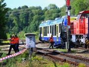 Beim Zusammenstoss eines Personenzugs mit einem Güterzug in Aichach, Bayern, waren am Montagabend zwei Menschen ums Leben gekommen. (Bild: Keystone/DPA/KARL-JOSEF HILDENBRAND)