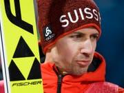 Simon Ammann ist auch im nächsten Winter dabei (Bild: KEYSTONE/GIAN EHRENZELLER)