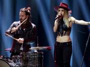 Es hat nicht sollen sein: Das Schweizer Geschwisterpaar ZiBBZ hat es trotz einer überzeugenden Darbietung nicht in den Final des 63. Eurovision Song Contests geschafft. (Bild: Keystone/AP/ARMANDO FRANCA)