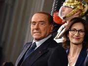Silvio Berlusconi und Maria Stella Gelmini, die sich der Lega-Forderung nach dem Verzicht auf eine Regierungsbeteiligung widersetzen. (Bild: KEYSTONE/EPA ANSA/ETTORE FERRARI)