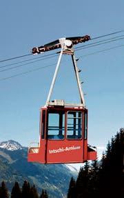 Die Seilbahn Intschi-Arnisee ist mit neuem Logo unterwegs. (Bild: PD, Bildmontage: Carole Bucher)