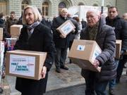 """Konsumentenschützer und Wirtschaftsorganisationen kämpfen mit der Fair-Preis-Initiative gegen den """"Schweiz-Zuschlag"""". Der Bundesrat hält das Anliegen für berechtigt, schlägt aber eine Alternative vor. (Bild: KEYSTONE/PETER KLAUNZER)"""