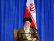 Nach dem Knall nahm auch Ajatollah Chamenei Stellung zum Ausstieg der USA aus dem Atomdeal - und äusserte dabei sein Misstrauen auch gegenüber den europäischen Ländern. (Bild: KEYSTONE/AP Office of the Iranian Supreme Leader)
