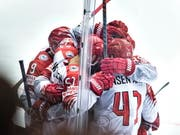 Die dänischen Spieler freuen sich über den Coup (Bild: KEYSTONE/EPA SCANPIX DENMARK/HENNING BAGGER)