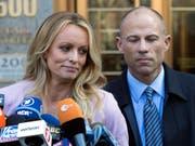 Die Pornodarstellerin Stormy Daniels (links) und ihr Rechtsbeistand Michael Avenatti (rechts) erheben neue Vorwürfe. (Bild: KEYSTONE/AP/MARY ALTAFFER)