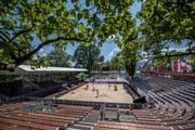 Die Anlage auf der Lido-Wiese ist für das Beachvolleyball-Turnier bereit. | Bild: Pius Amrein (Luzern, 8. Mai 2018)
