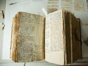 """Das """"Deutsche Glossar"""" von Johann Jakob Spreng besteht aus gegen 100'000 handschriftlichen Zetteln. Nun wird das Werk erstmals der Öffentlichkeit zugänglich gemacht. (Bild: Universität Basel/Florian Moritz)"""